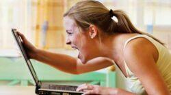 Gambar seorang wanita yang sedang kesal dan marah